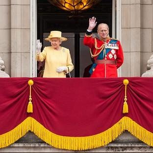 Blackpool Citizen: The Queen and the Duke of Edinburgh wave from the balcony of Buckingham Palace