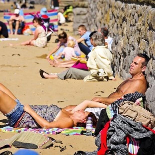 Blackpool Citizen: Forecasters predict temperatures of up to 27C for some parts of England and Wales this weekend