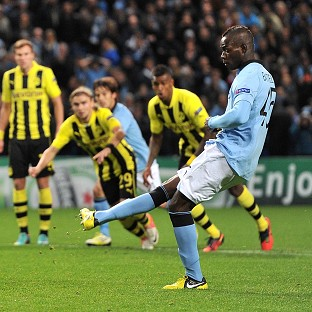 Mario Balotelli, right, scores a second-half penalty to secure a draw for Manchester City