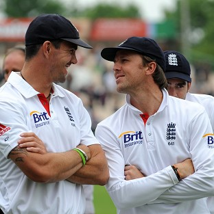 Graeme Swann, right, has backed Kevin Pietersen, left, to continue his England career