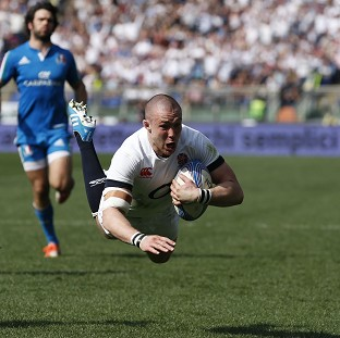 Mike Brown scores his second try during England's 52-11 victory over Italy