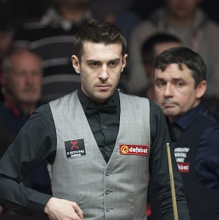 Mark Selby, left, took a narrow lead over Alan McManus