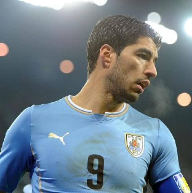 Blackpool Citizen: Luis Suarez has reportedly sustained a knee injury during Uruguay training
